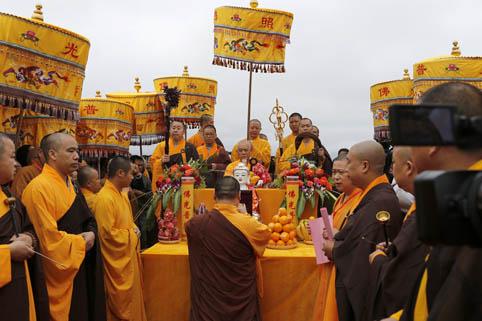 内蒙古海拉尔万佛寺落成暨方丈升座法会举行 松纯长老